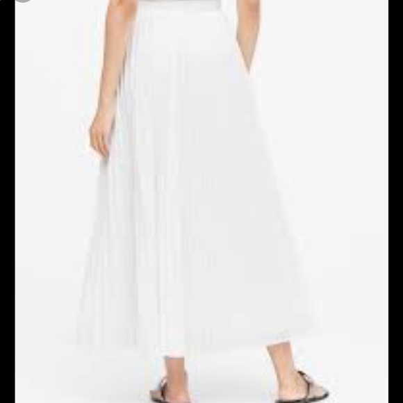Banana Republic Pleated Poplin Maxi Skirt NWOT